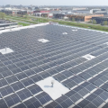 Burgemeester en wethouder openen eerste Alphense zonnepark