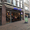 CoolCat gaat verder als webshop, winkels gaan dicht
